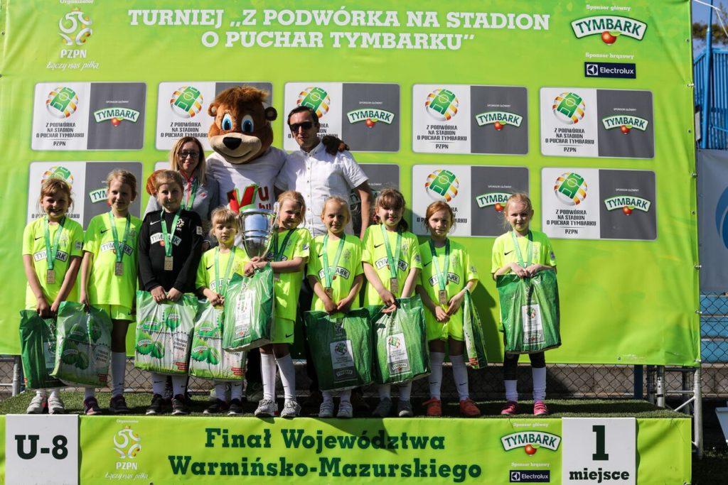 Świetna gra młodych piłkarek z Uzdowa!
