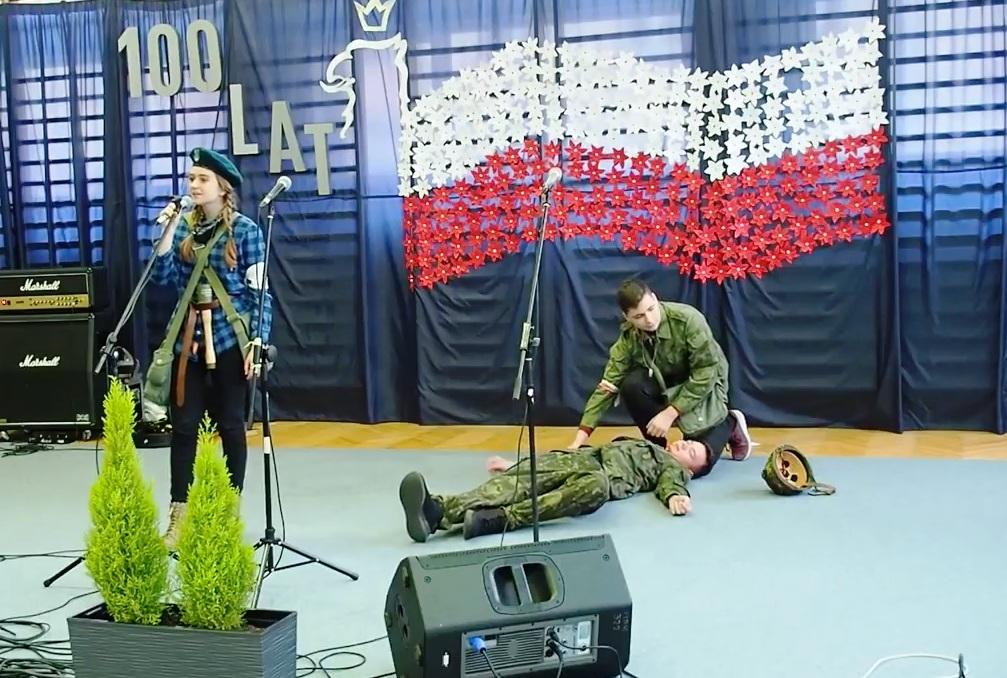 Przegląd pieśni patriotycznych w działdowskim ZSZ nr 1 (film).