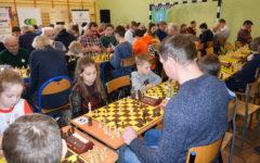 Aż 218 zawodniczek i zawodników z Polski i zagranicy w III Otwartym Turnieju Szachowym Uzdowo 2019 (film)