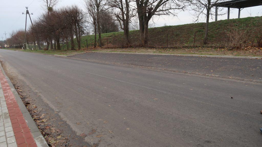 Drugi etap przebudowy dróg gminnych nr 188078N ulica Akacyjna i nr 188044N ulica Lipowa w miejscowości Iłowo-Osada zakończony (film)