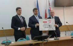 Wojewoda Artur Chojecki wręczył promesy samorządowcom z terenu naszego powiatu