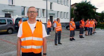 Pracownicy Powiatowego Zarządu Dróg w Działdowie pompują dla Hani