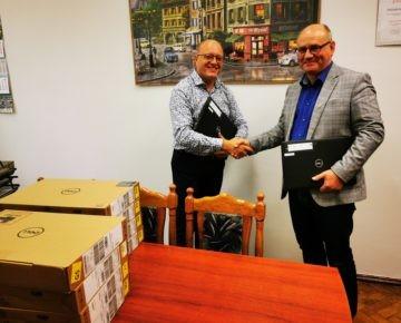 20  laptopów i 21 tabletów za 80 tysięcy zł trafiło do szkół ponadpodstawowych prowadzonych przez Powiat Działdowski