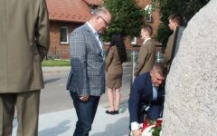 Uroczyste odsłonięcie odnowionego pomnika poświęconego ofiarom byłego niemieckiego obozu w Iłowie-Osadzie (film)