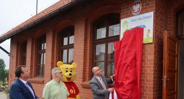 """Oficjalne otwarcie Domu dla Dzieci """"Na Zielonym Wzgórzu"""" w Grzybinach (film)"""
