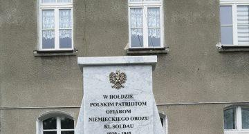 Zaproszenie na uroczyste odsłonięcie odrestaurowanego pomnika na terenie byłego obozu Soldau w Działdowie